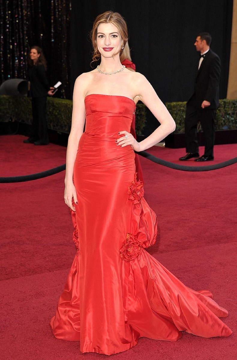 anne-hathaway-celebrity-oscars-hairstyles