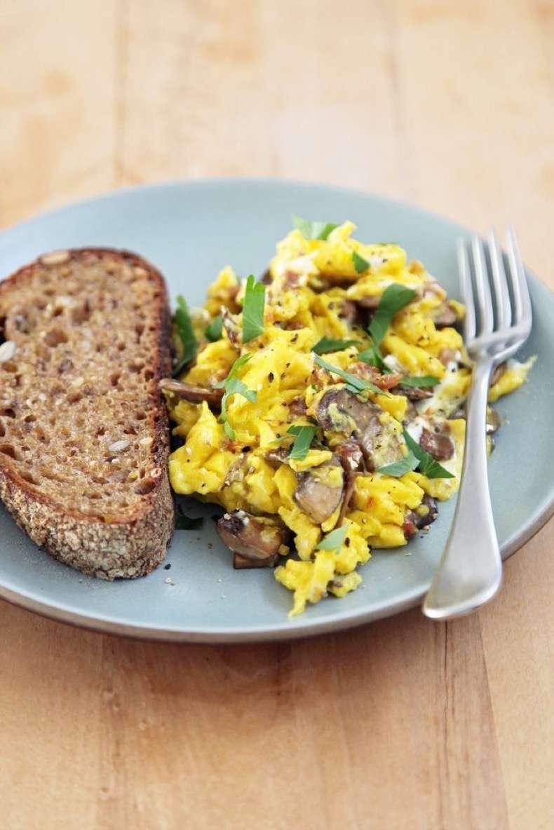 scrambled-eggs-mushrooms-goat-cheese