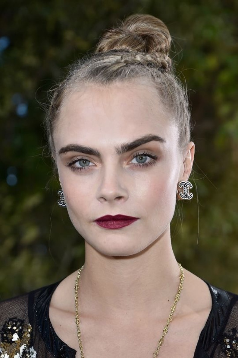 chanel-couture-spring-2016-cara-delevingne-w540