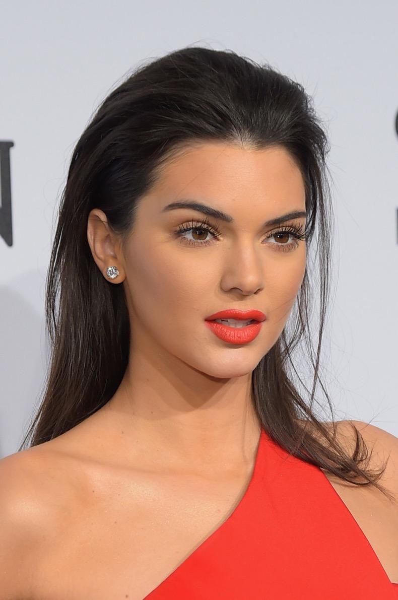 kendall-jenner-overlining-lips-lipstick-main