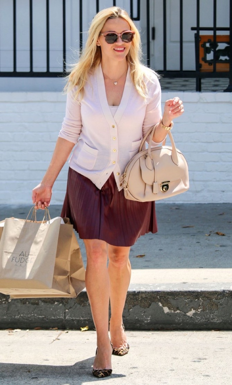 LOS ANGELES, CA - SEPTEMBER 02: Reese Witherspoon is seen on September 02, 2016 in Los Angeles, California.  (Photo by Stone-e/Bauer-Griffin/GC Images)