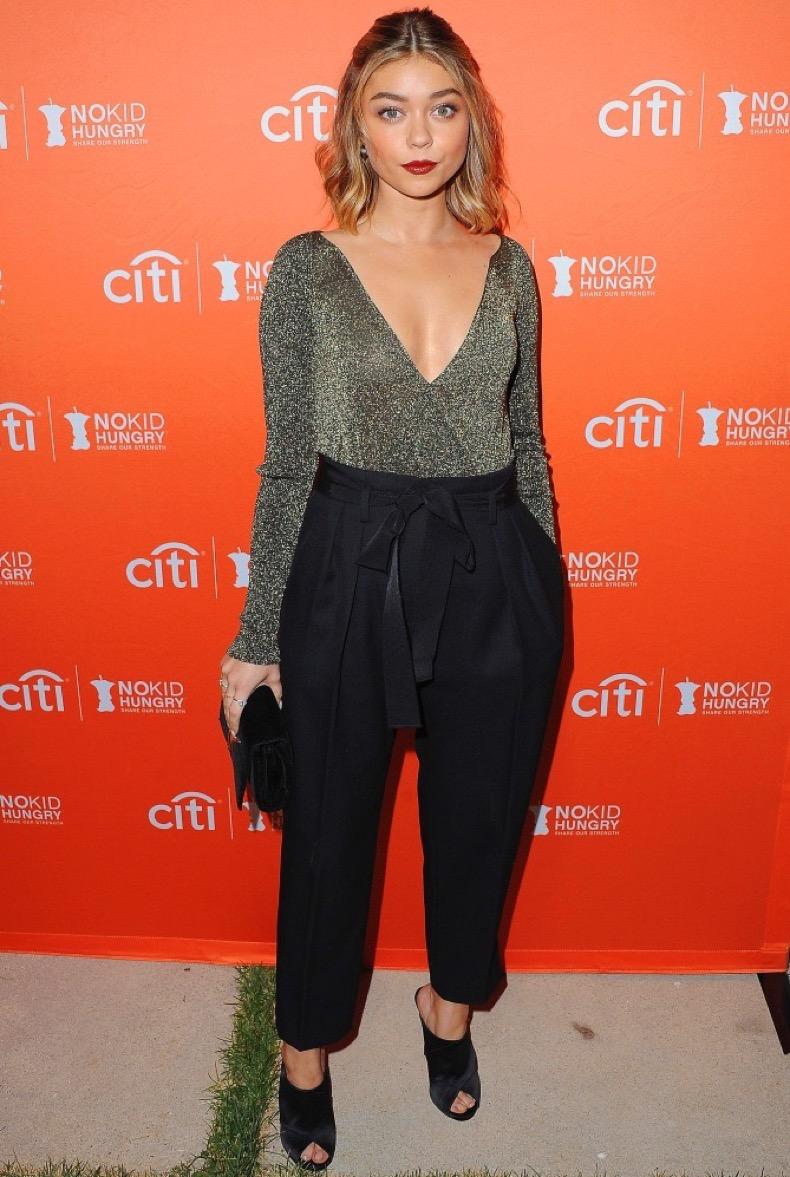 LOS ANGELES, CA - SEPTEMBER 28:  Actress Sarah Hyland arrives at the Los Angeles' No Kid Hungry Dinner on September 28, 2016 in Los Angeles, California.  (Photo by Jon Kopaloff/FilmMagic)