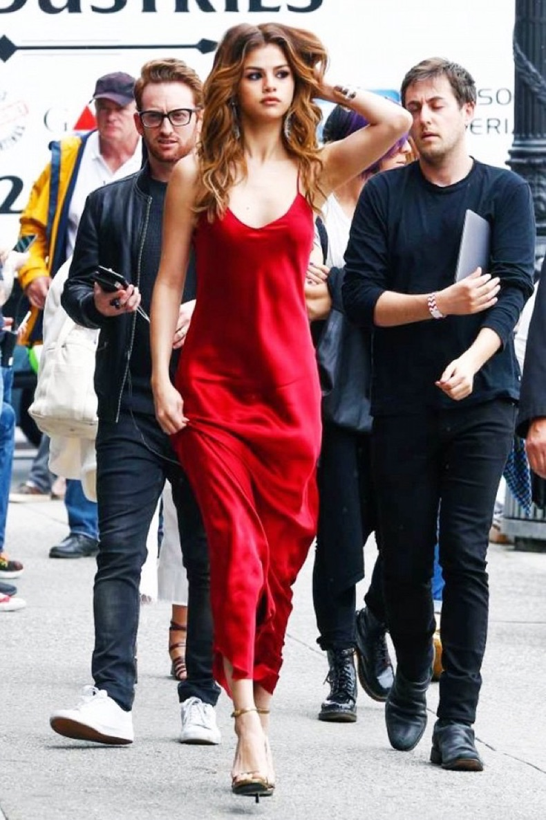 selena-gomez-cannot-stop-wearing-this-formal-dress-1867115-1470964804-600x0c