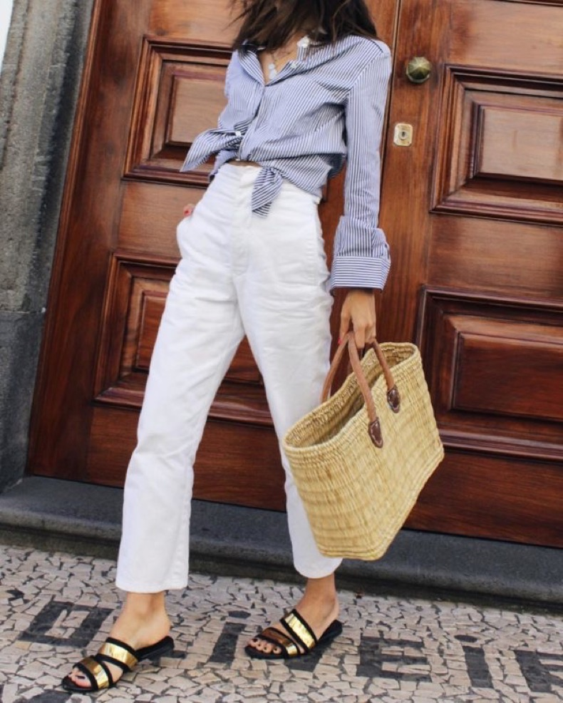 white-jeans-straw-bags-knotted-shirt-striped-oxford-shirt-gold-slides-metallic-weekend-outfit-work-outfits-fashiiongonerouge-640x799