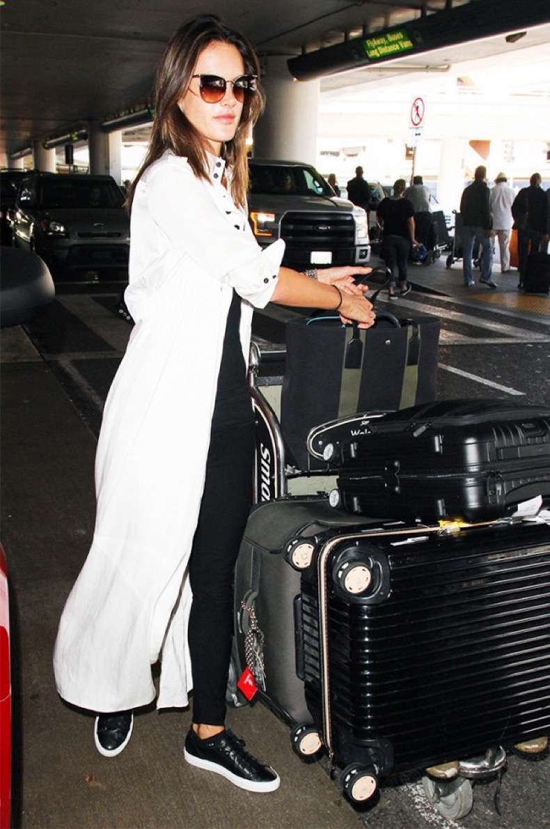 3-tricks-to-instantly-make-your-airport-outfit-more-chic-1974665-1478909064-600x0c
