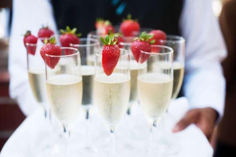 323a5a04ff8a2c95_champagne-main