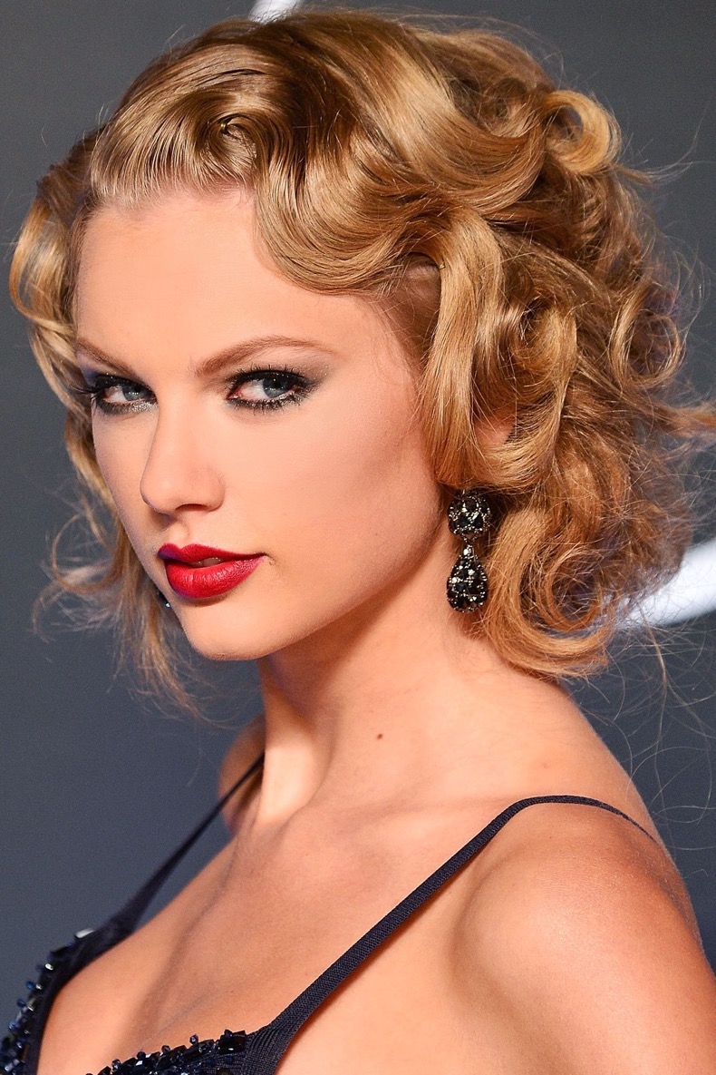 54c697e798007_-_hbz-curly-hair-10-taylor-swift