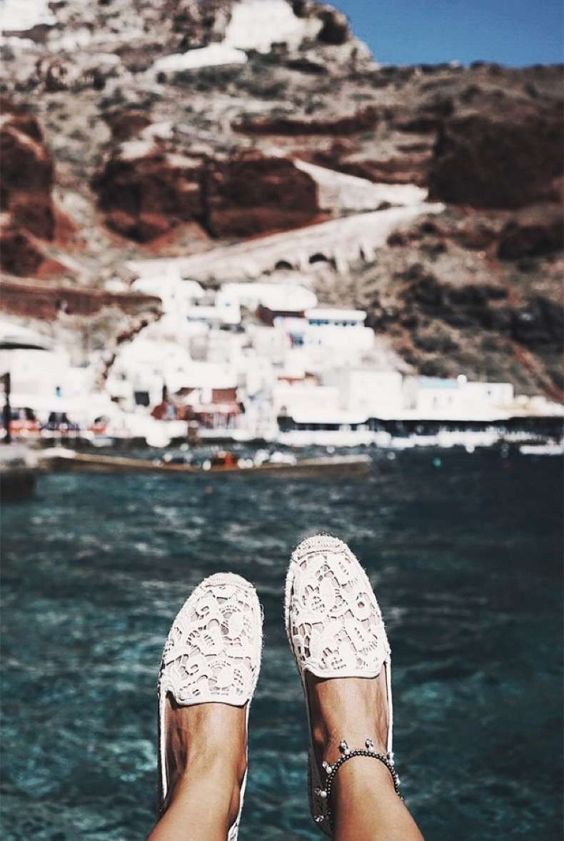 9-things-every-fashion-blogger-brings-on-vacation-1859274-1470347998-640x0c