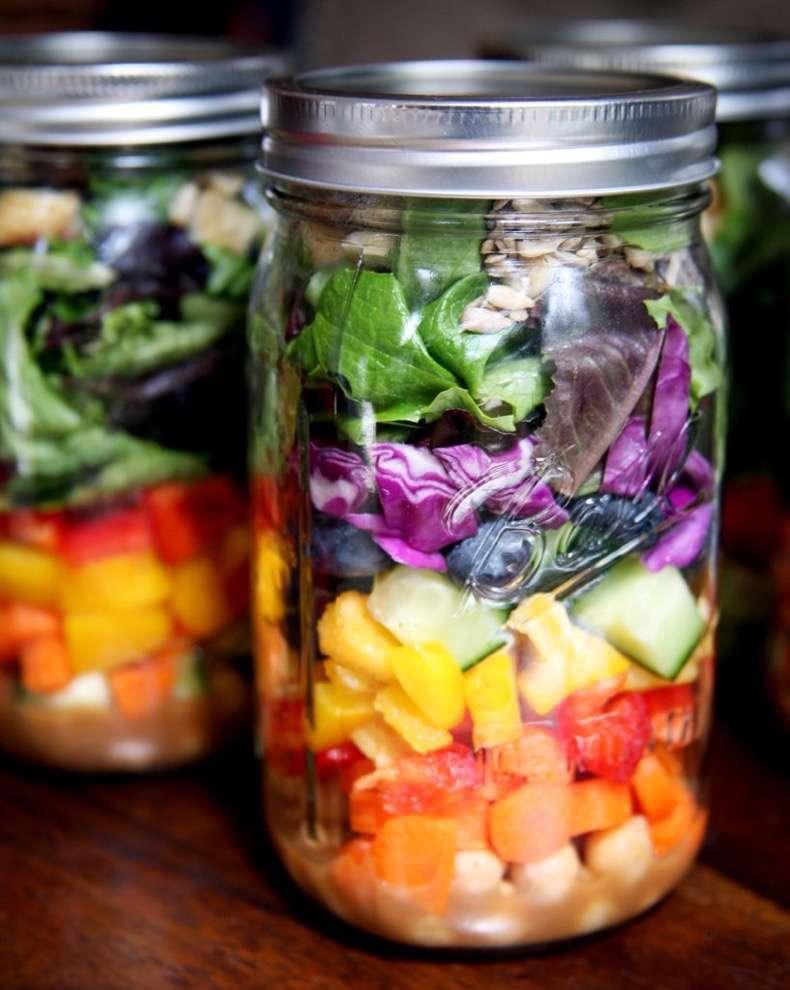 art-packing-mason-jars