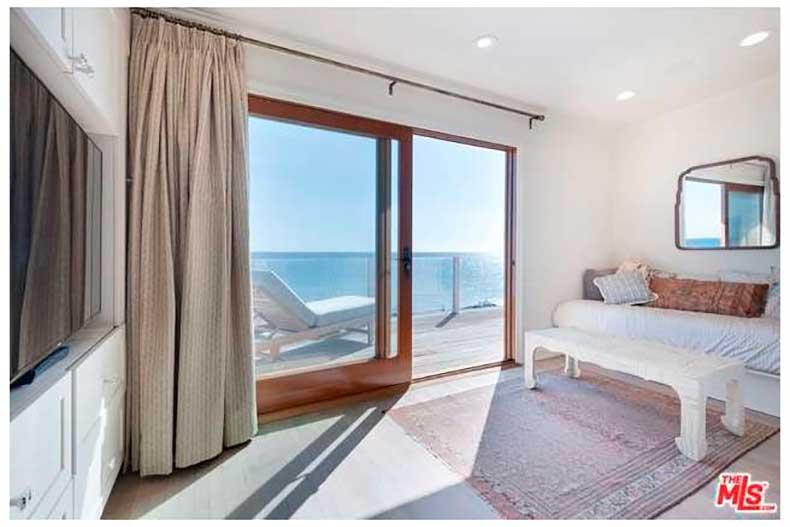 leonardo-dicaprio-sells-malibu-house-big-profit-10