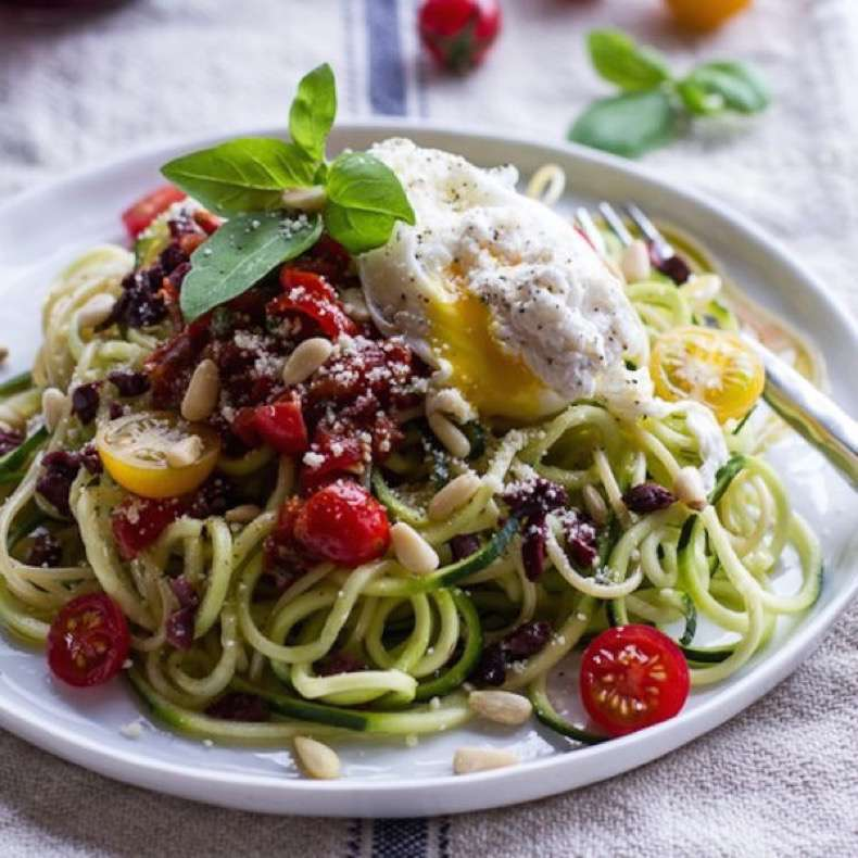zucchini-pasta-with-poached-eggs-1-600x600