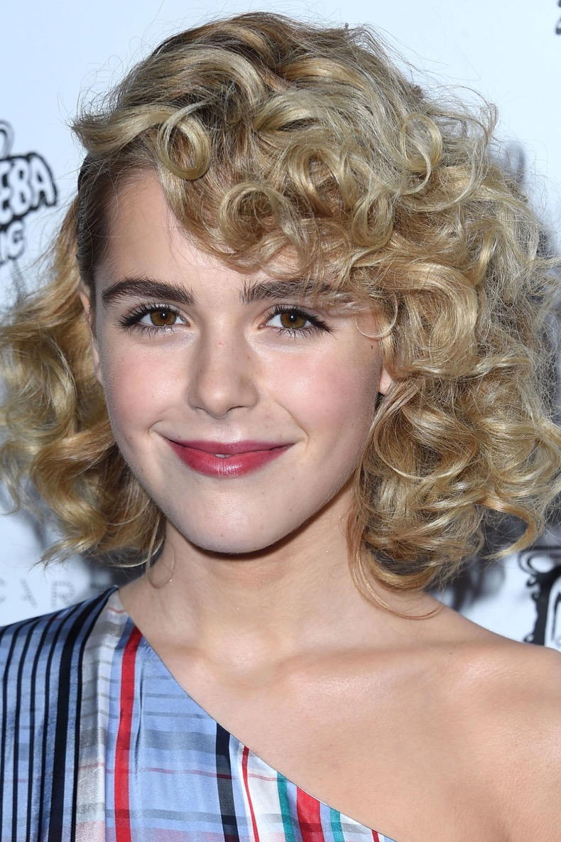 gallery-1460056124-hbz-curly-hair-kiernan-shipka