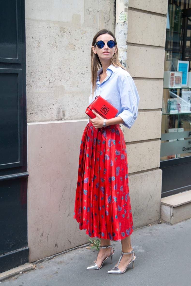 PARIS, FRANCE - JULY 8: Model and fashion blogger Clara Racz wears all vintage with Zara shoes and Braccialini bag on day 4 of Paris Fashion Week Haute Couture Autumn/Winter 2015 on July 8, 2015 in Paris, France.  (Photo by Kirstin Sinclair/Getty Images)*** Local Caption *** Clara Racz
