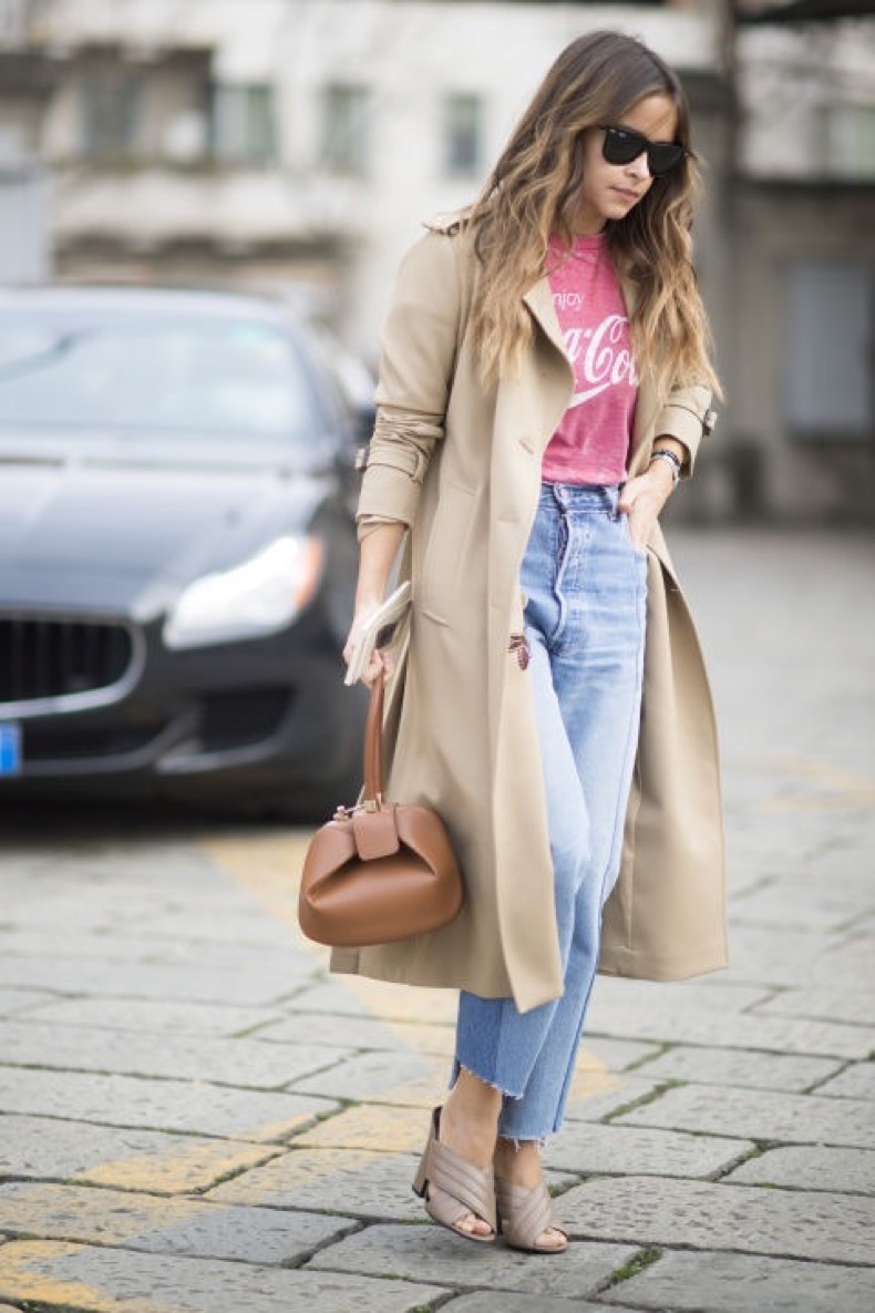 grpahic-tee-graphic-tee-mom-jeans-frayed-denim-mules-trench-coat-milan-fashion-week-street-style-cosmo
