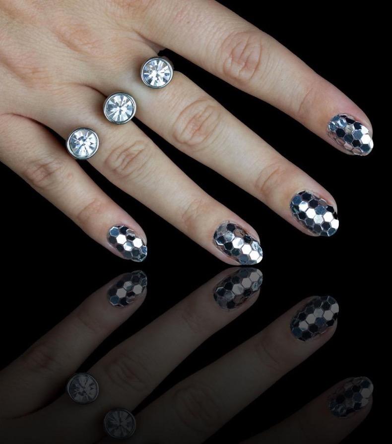 hbz-holiday-nails-02
