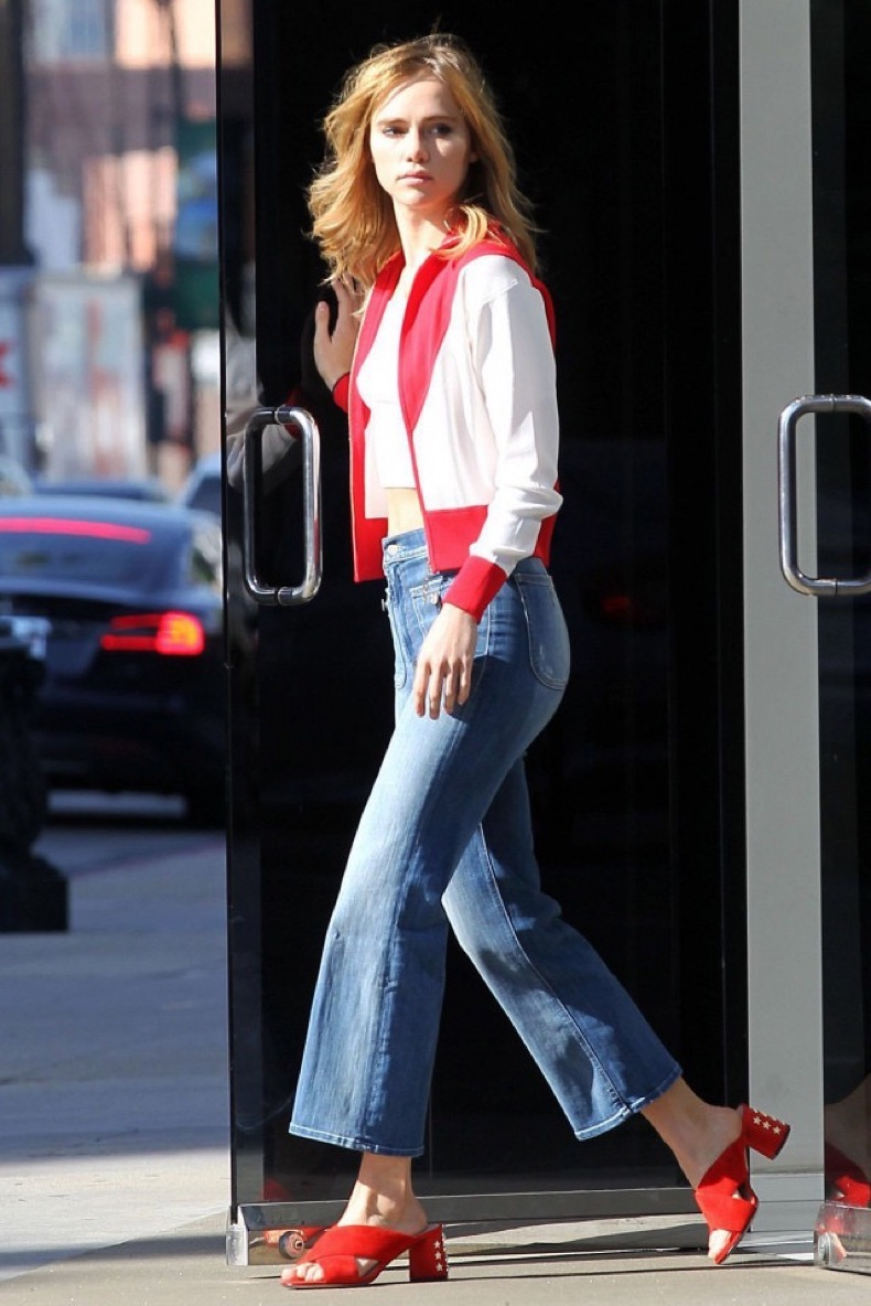 hurrysuki-waterhouses-jeans-are-seriously-on-sale-1994188-1480381728-640x0c