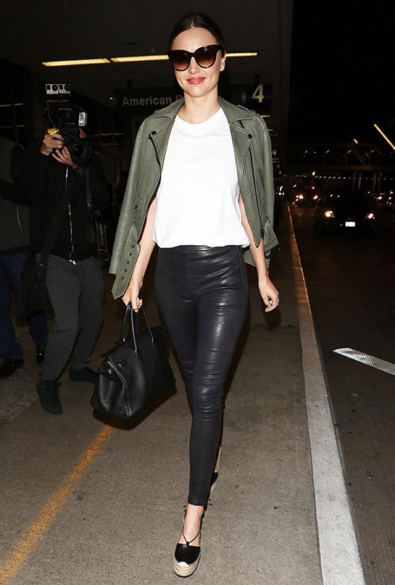 miranda-kerr-airport-style-leather-leggings-1963302-1478286478-640x0c