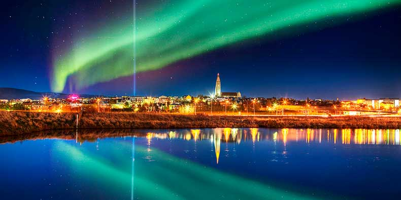 tzoo-blog_-northern_lights_reykjavik-031815