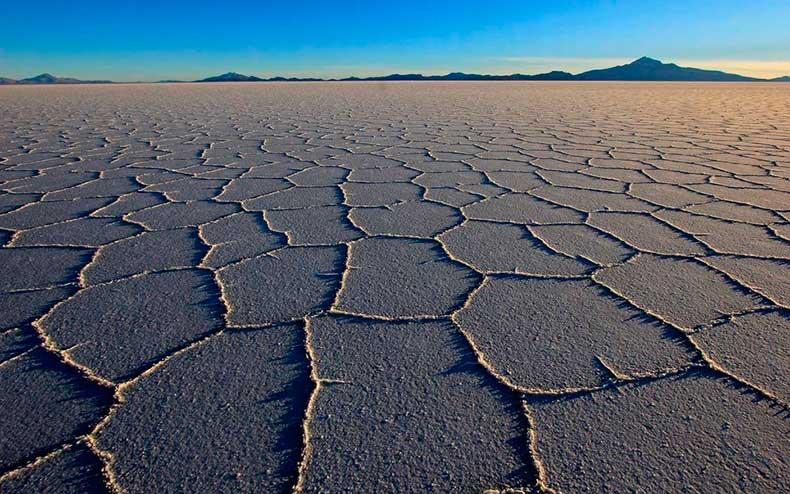uyuni-salt-flats-bolivia-wrldsnst1122