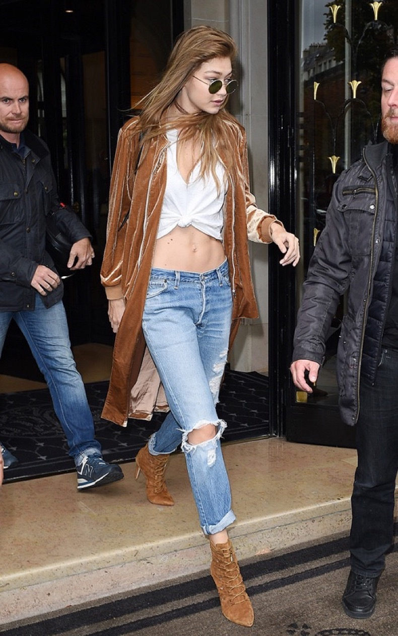 what-celebrities-are-wearing-instead-of-skinny-jeans-1965696-1478291816-600x0c