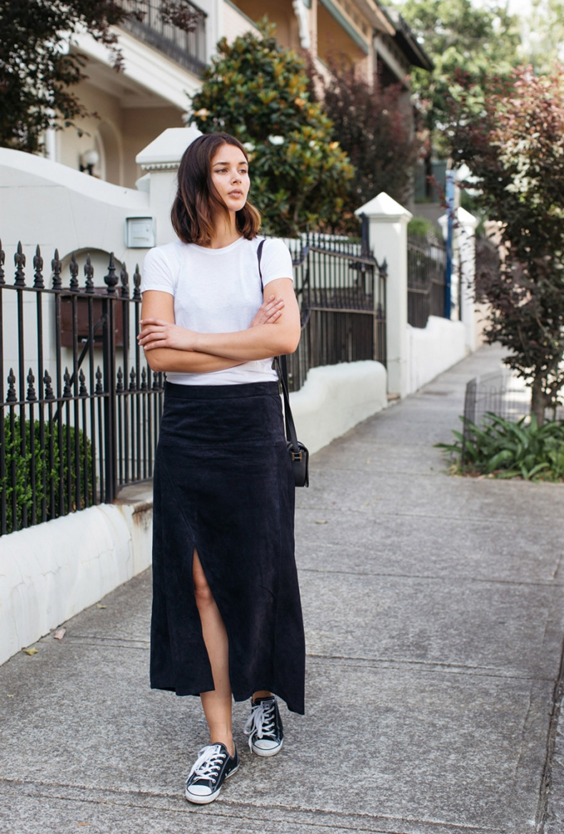 harper-and-harley_outfit_-street-style_navy-suede-skirt_white-t-shirt_cons_5-mitf0fsz8da5gr2lue8viy79x0r0oc3950n9saan04