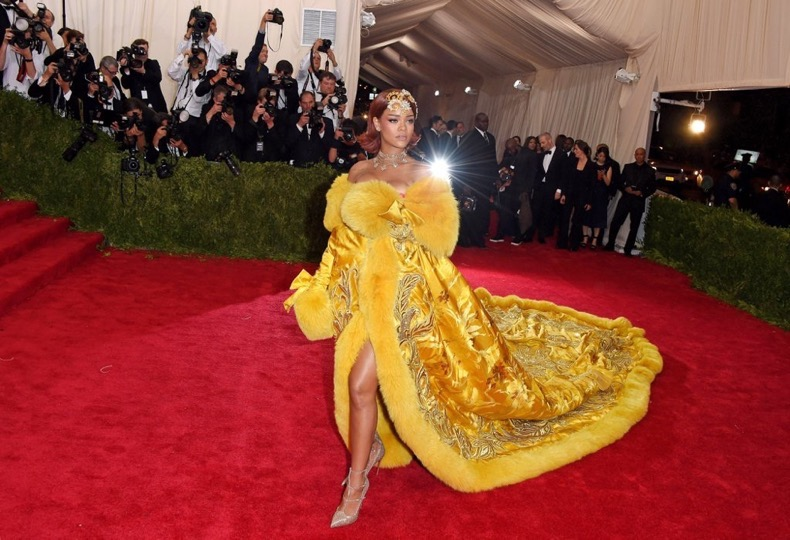 her-robe-gown-stole-show-2015-met-gala