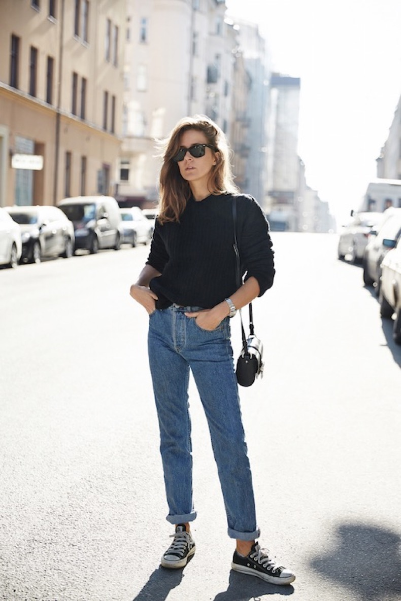le-fashion-blog-ways-to-wear-converse-chuck-taylor-all-star-blogger-style-ribbed-sweater-shoulder-bag-cropped-high-waisted-jeans-via-make-it-last