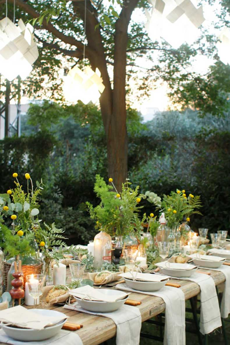 outdoor-table-setting-600x900