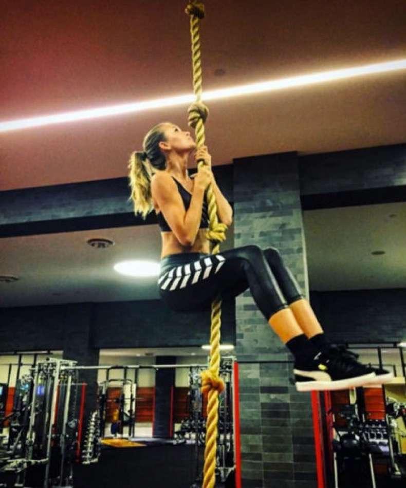 hbz-diet-tips-and-tricks-01-train-it-like-an-angel-josephine-skriver-instagram