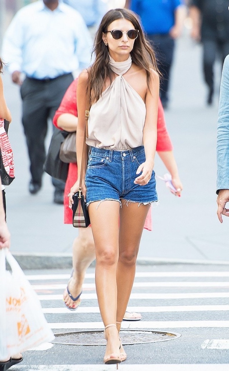 how-to-dress-up-denim-shorts-according-to-emily-ratajkowski-1829542-1467915620-640x0c