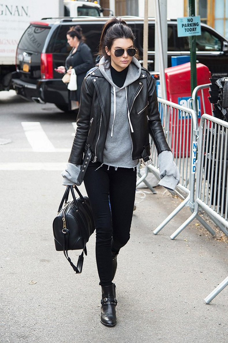 kendall jenner looks amazing in a black crop top and jeans